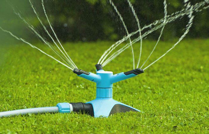 Béc tưới vườn, tưới thảm cỏ chân đỡ tam giác cao cấp Cellfast Ergo TT