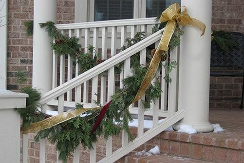 Lan can ban công trang trí Giáng Sinh