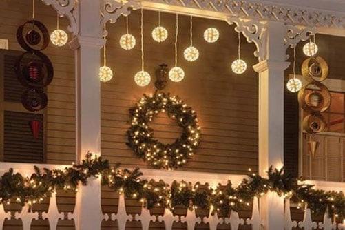 Trang trí ban công cho Giáng sinh