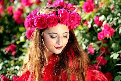 Vì sao phụ nữ được ví với hoa hồng