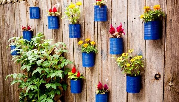 Những mẫu chậu hoa treo tường đẹp và dễ làm 11