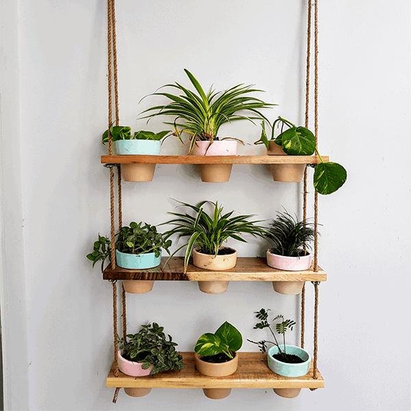 Những mẫu chậu hoa treo tường đẹp và dễ làm 23