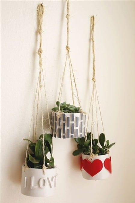 Những mẫu chậu hoa treo tường đẹp và dễ làm 26