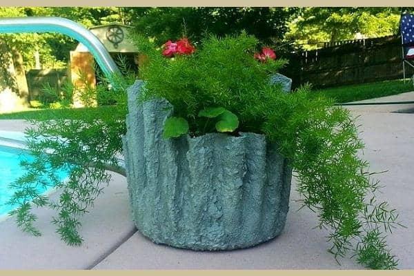 Chậu xi măng trồng cây làm từ khăn tắm cũ 3
